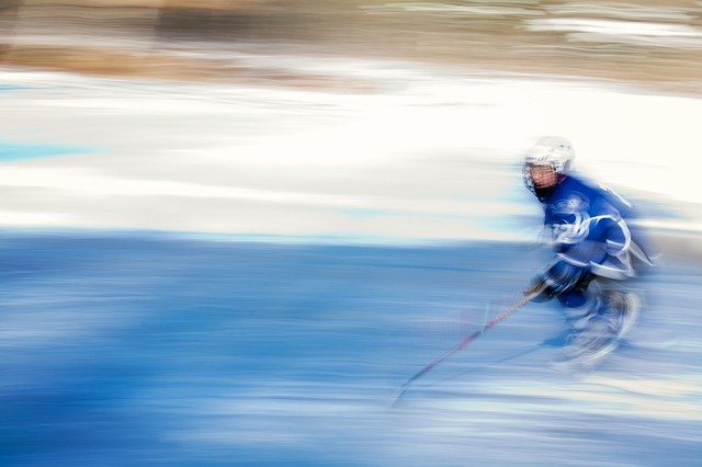 En hockeyspelare på isen