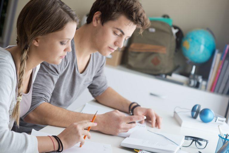 Ryska kurs med två studenter